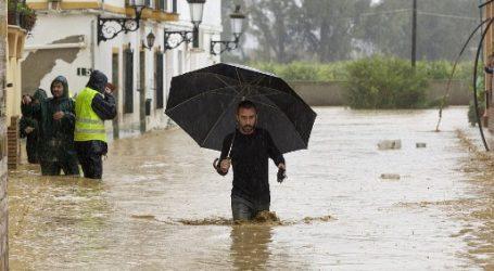 Ισπανία: Ένας πυροσβέστης νεκρός από τις πλημμύρες