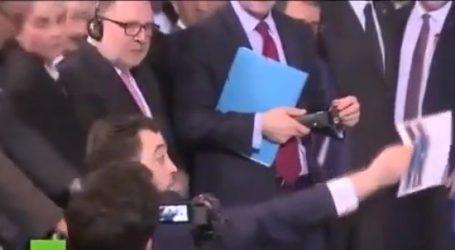 (VID) Δημοσιογράφος κατά Γιλντιρίμ στη συνέντευξη με Μέρκελ – Έδειξε φωτογραφίες δολοφονίας Σύρων