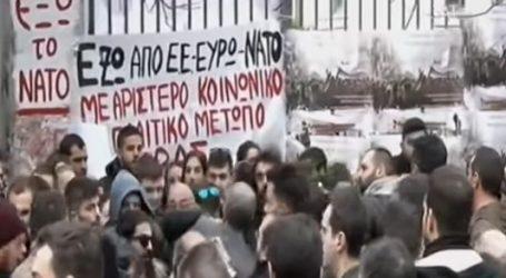 Προπηλακίστηκε από νεαρούς αντιπροσωπεία του ΣΥΡΙΖΑ που μετέβη στο Πολυτεχνείο για να καταθέσει στεφάνι