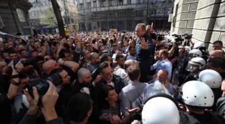 Διαδηλώσεις στη Σερβία: Αποχώρησε από το προεδρικό μέγαρο ο πρόεδρος Boύτσιτς
