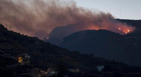 Ισπανία: Νέα πυρκαγιά στη Γκραν Κανάρια – Εκκενώνεται ορεινή περιοχή και πολυτελές ξενοδοχείο