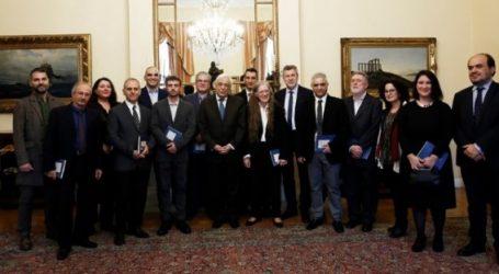 Συνάντηση Παυλόπουλου  με μέλη της Ελληνικής Αποστολής στο Πανευρωπαϊκό Φεστιβάλ «Οι Φυσικές Επιστήμες στο Προσκήνιο»