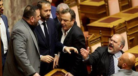Νέο χρυσαυγίτικο επεισόδιο στη Βουλή – Ύβρεις, απειλές και παρ' ολίγον ξύλο – Διεκόπη η συνεδρίαση