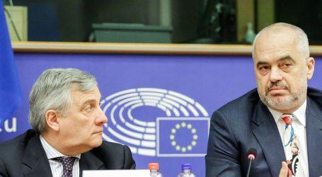 """Ταγιάνι: Προειδοποίησε ότι η Αλβανία είναι στα πρόθυρα ενός """"πολιτικού"""" εμφυλίου πολέμου"""
