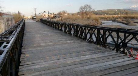 Χανιά: Τοποθετήθηκαν οι δύο γέφυρες τύπου «BELLEY» στο Παντελάρι και τον Πλατανιά