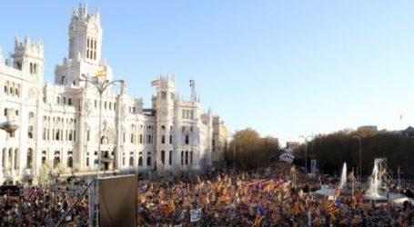 Αυτονομιστές της Καταλονίας διαδηλώνουν στη Μαδρίτη διαμαρτυρόμενοι για τη δίκη των ηγετών τους