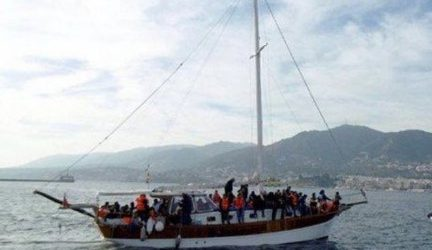 73 μετανάστες αποβίβασε ιστιοπλοϊκό στη Μάνη | Συνελήφθησαν κυβερνήτης και πλήρωμα