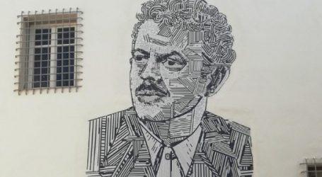 Ένα μεγάλο ψηφιδωτό του Βασίλη Τσιτσάνη κοσμεί το Μουσείο Τσιτσάνη