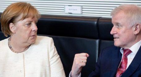 EE και Γερμανία σε δίνη για το προσφυγικό | Κλιμακώνεται η ενδοπαραταξιακή σύγκρουση Μέρκελ-Ζεεχόφερ που απειλεί την κυβερνητική σταθερότητα
