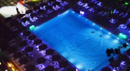 Καλοκαίρι με βραδινό μπάνιο στην πισίνα του Hilton