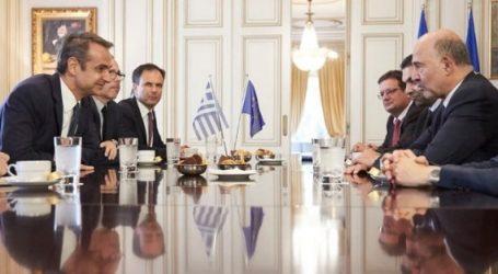 Συνάντηση Μητσοτάκη-Μοσκοβισί: Οι δημοσιονομικές προοπτικές και οι στόχοι για τα πρωτογενή πλεονάσματα