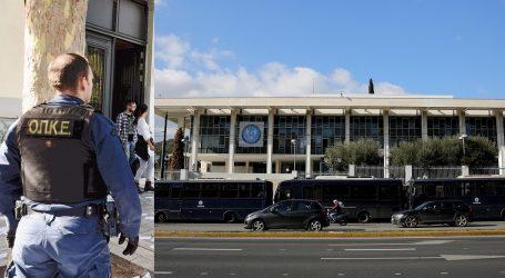 Δύο συλλήψεις για την επίθεση του Ρουβικώνα με μπογιές στην πρεσβεία των ΗΠΑ