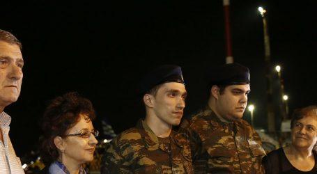 (UPD) Η μεγάλη δικαίωση της Ελλάδας – Επέστρεψαν στην πατρίδα οι 2 Έλληνες στρατιωτικοί (PICS)