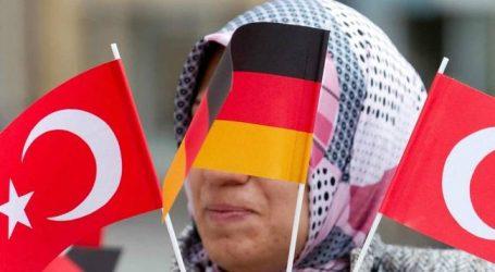 Το Βερολίνο πετάει σωσίβιο στην Άγκυρα για την υποστήριξη Ερντογάν