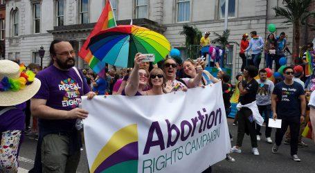 """Οι Ιρλανδοί είπαν """"ναι"""" στις αμβλώσεις"""