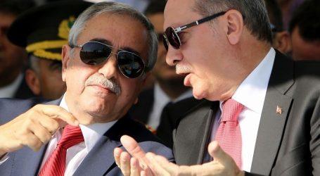 O Ερντογάν τώρα στρέφεται και κατά των Τουρκοκυπρίων – «(Ο Ακιντζί) …έχει τελείως ξεπεράσει τα όρια»