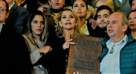 Πραξικόπημα στη Βολιβία: Οι ΗΠΑ αναγνωρίζουν την Τζανίνε Άνιες ως μεταβατική πρόεδρο – Διόρισε κυβέρνηση