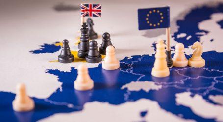 Bloomberg: Οι Ευρωπαίοι ηγέτες εξετάζουν να ικανοποιήσουν τις βρετανικές θέσεις για τα ιρλανδικά σύνορα