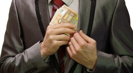 Συνεχίζονται οι αντιδράσεις για τη χαλαρή στάση της ΕΕ απέναντι στις χώρες-παραδείσους της φοροδιαφυγής