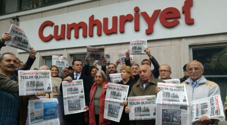Δημοσιογράφος της Cumhuriyet καταδικάστηκε σε φυλάκιση δύο και πλέον ετών