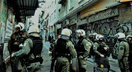 Εξάρχεια: Αστυνομική επιχείρηση σε δύο διαμερίσματα – Άγρια καταστολή και ξυλοδαρμοίαπό τα ΜΑΤ – Διώξεις για πλημμελήματα κατά των 28 συλληφθέντων (vids)