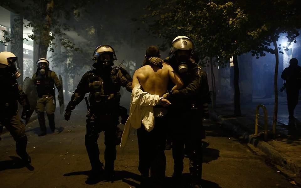 Guardian: Διεθνής διασυρμός της Ελλάδας μετά τα περιστατικά αστυνομικής βίας