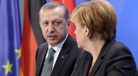 Γερμανία: Επιβεβαιώνει η καγκελαρία την παρέμβαση Μέρκελ στον Ερντογάν για τους 2 Έλληνες αξιωματικούς