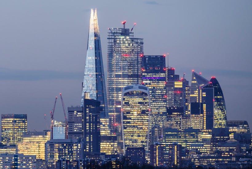 Με τον χαμηλότερο ρυθμό των τελευταίων επτά ετών αναπτύχθηκε η βρετανική οικονομία τον περασμένο Νοέμβριο