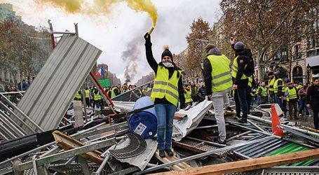 Γαλλία: Μειωμένος ο αριθμός των διαδηλωτών – Συγκρούσεις σε Λιόν και Νάντη