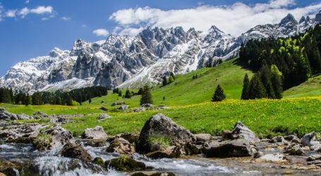Οι ελβετικοί παγετώνες έχασαν το 10% του όγκου τους σε πέντε χρόνια