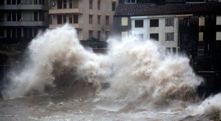 Κίνα: Τυφώνας απομακρύνει περισσότερους από 200.000 κάτοικους από τις εστίες τους