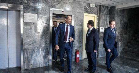 Συρρικνώνεται ο διεθνής ρόλος της χώρας – Διπλωματική αφωνία από την κυβέρνηση Μητσοτάκη