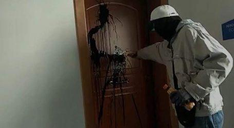 Επίθεση «Ρουβίκωνα» με μπογιές στο πολιτικό γραφείο της Κεραμέως