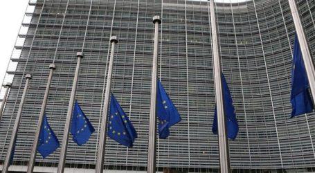 Μεσίστιες οι σημαίες στην έδρα της Ευρωπαϊκής Επιτροπής στις Βρυξέλλες