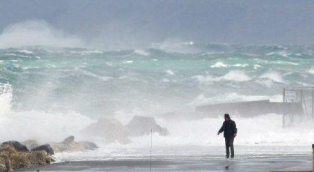 Σε ανοιχτή γραμμή με φορείς της Κρήτης ο Αλ. Χαρίτσης για την αντιμετώπιση των προβλημάτων της κακοκαιρίας