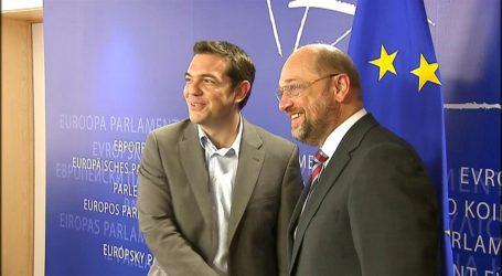 Μάρτιν Σουλτς στη DW: Αξίζει να εμπιστευτεί κανείς το μέλλον της Ελλάδας στον Τσίπρα – Άδικα τα μνημόνια