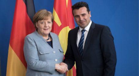 Βόρεια Μακεδονία: Ιστορική στιγμή η επίσκεψη Τσίπρα στα Σκόπια, εκτίμησαν Μέρκελ και Ζάεφ