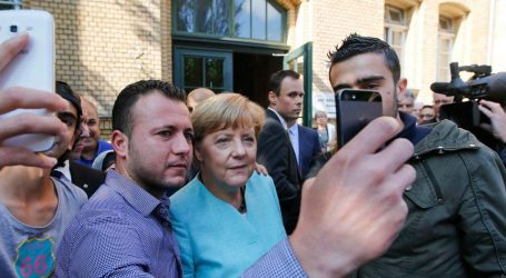 """Γερμανία-προσφυγικό: """"Μισές"""" λύσεις επιζητεί η Μέρκελ – Αγεφύρωτο χάσμα στην κυβέρνησή της με τον Ζεεχόφερ"""