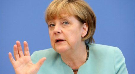 Μερκελ: Προειδοποιεί για τη συνοχή της ΕΕ λόγω προσφυγικού – Ο γερμανικός Τύπος επικρίνει τον Ζεεχόφερ