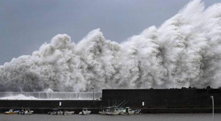Από ισχυρότατο τυφώνα πλήττεται η Ιαπωνία