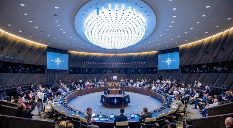 Σύνοδος ΝΑΤΟ | Πρόσκληση για ενταξιακές συνομιλίες με ΠΓΔΜ – Πλήρης ένταξη μόλις εφαρμόσει τη συμφωνία με Ελλάδα