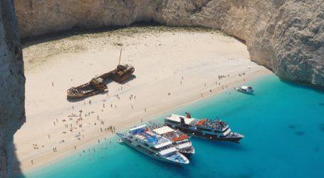 "(UPD) Ζάκυνθος: Κατολίσθηση βράχων στην παραλία ""Ναυάγιο"" – Τραυματίστηκε μια τουρίστρια"