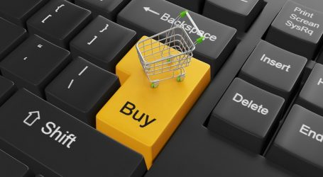 Αυστηρότερους κανόνες προστασίας των καταναλωτών για τις online αγορές προωθεί η ΕΕ