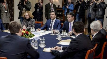 Σκόπια: Το συμβούλιο πολιτικών αρχηγών συζήτησε το ερώτημα του δημοψηφίσματος