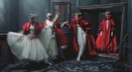 Οι φανταστικές εικόνες μόδας του Tim Walker στις 21/09 στο Victoria & Albert Museum