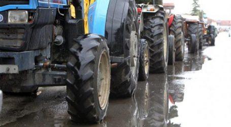 Επιστρέφουν στα χωριά τους οι αγρότες του μπλόκου της Καρδίτσας, υποσχόμενοι επιστροφή μετά τις γιορτές