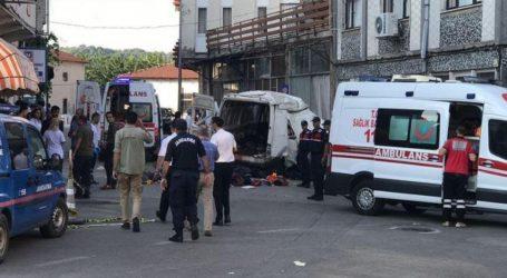 Τουλάχιστον 10 νεκροί σε τροχαίο με φορτηγό που μετέφερε μετανάστες