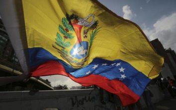 DW: Η κυβέρνηση Μητσοτάκη βιάστηκε να αναγνωρίσει τον Γκουαϊδό και τώρα οφείλει να δείξει ρεαλισμό και να αναγνωρίσει τον Μαδούρο