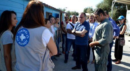 Στους καταυλισμούς προσφύγων του Καρά Τεπέ και της Μόριας ο Κουμουτσάκος